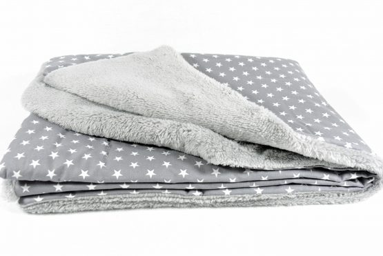 Decke grau mit Sternen und grauem Fleece für Eva-Lena
