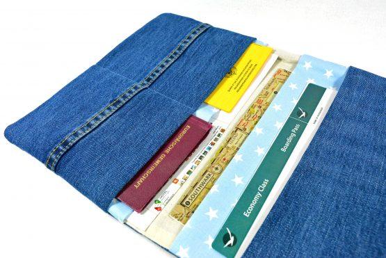 Upcycling Reisepasshülle Jeans hellblau